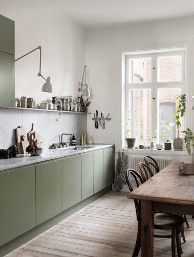 cocinas luminosas en verde y blanco